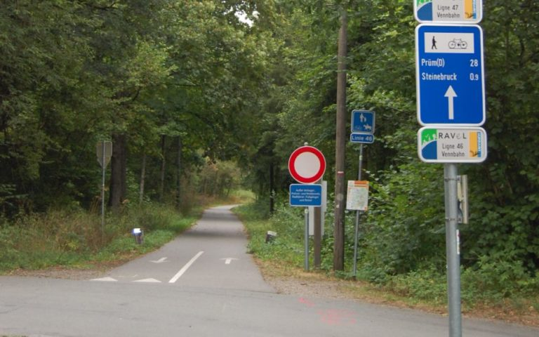 Signposted VennBahn - Ravel - Vélo Routes near LEVEL600 B&B